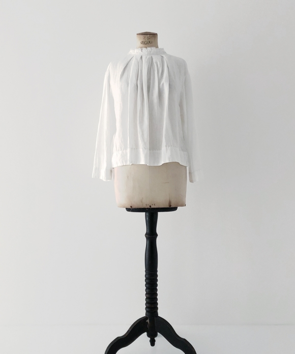 "【""Artisan"" Collection】TUCKED COLLAR BLOUSE"