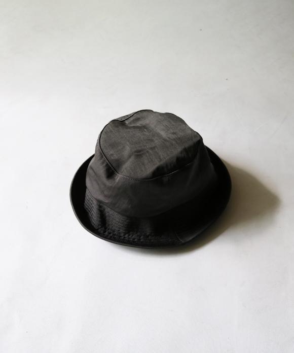 COMESANDGOES / WATERPROOF NYLON BUCKET HAT